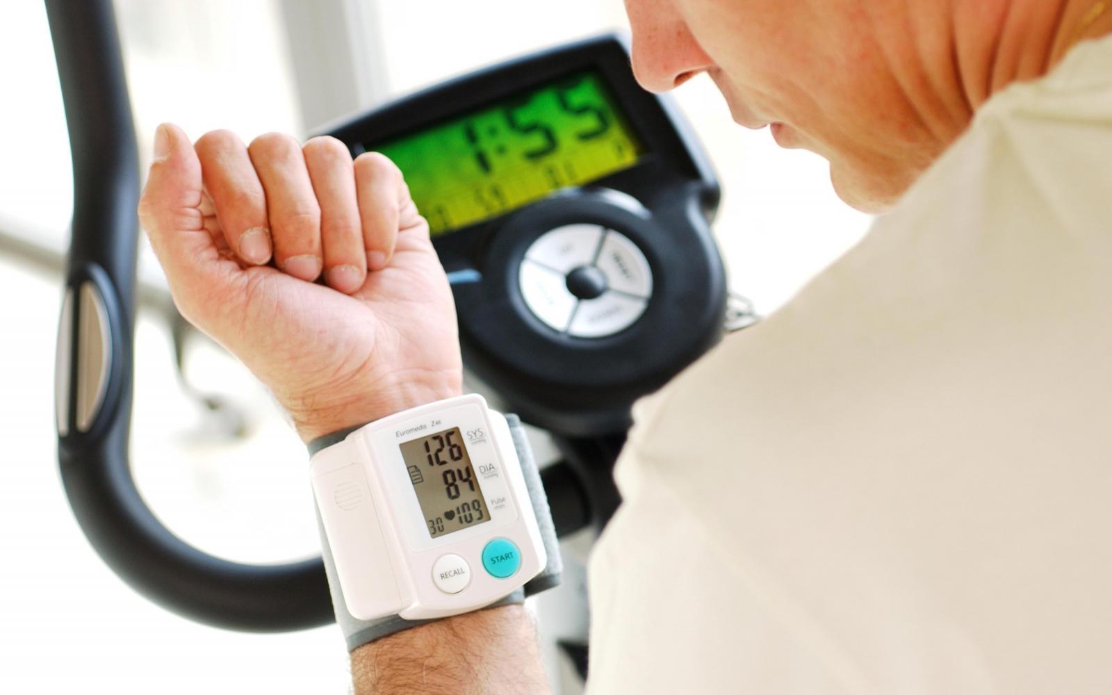 dinamikusan magas vérnyomás esetén a magas vérnyomás tüneteinek okai és