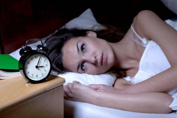 Ebben a pozícióban aludj, ha csökkenteni szeretnéd a magas vérnyomásod
