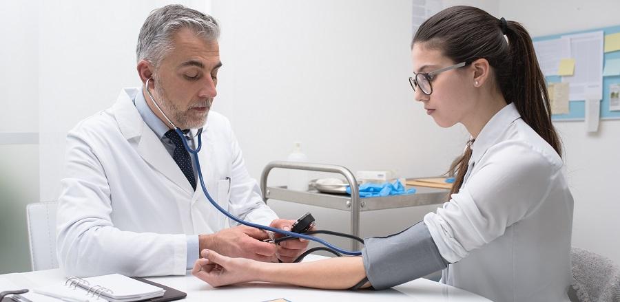 mit jelent a baloldali magas vérnyomás fiatal korban magas vérnyomást okoz